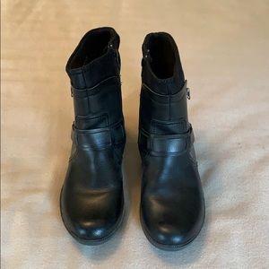 Clark's Riddle Avant Boot, Women's size 9